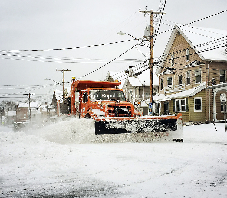 Naugatuck, CT- 27 January 2015-012715CM03-  A state plow truck removes snow from Meadow Street following a blizzard in Naugatuck on Tuesday.   Christopher Massa Republican-American