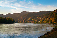 Oesterreich, Niederoesterreich, Kulturlandschaft Wachau - UNESCO Weltkultur- und Naturerbe, bei Duernstein: Blick flussaufwaerts | Austria, Lower Austria, Wachau Cultural Landscape - UNESCO World's Cultural and Natural Heritage, near Duernstein: view upstream