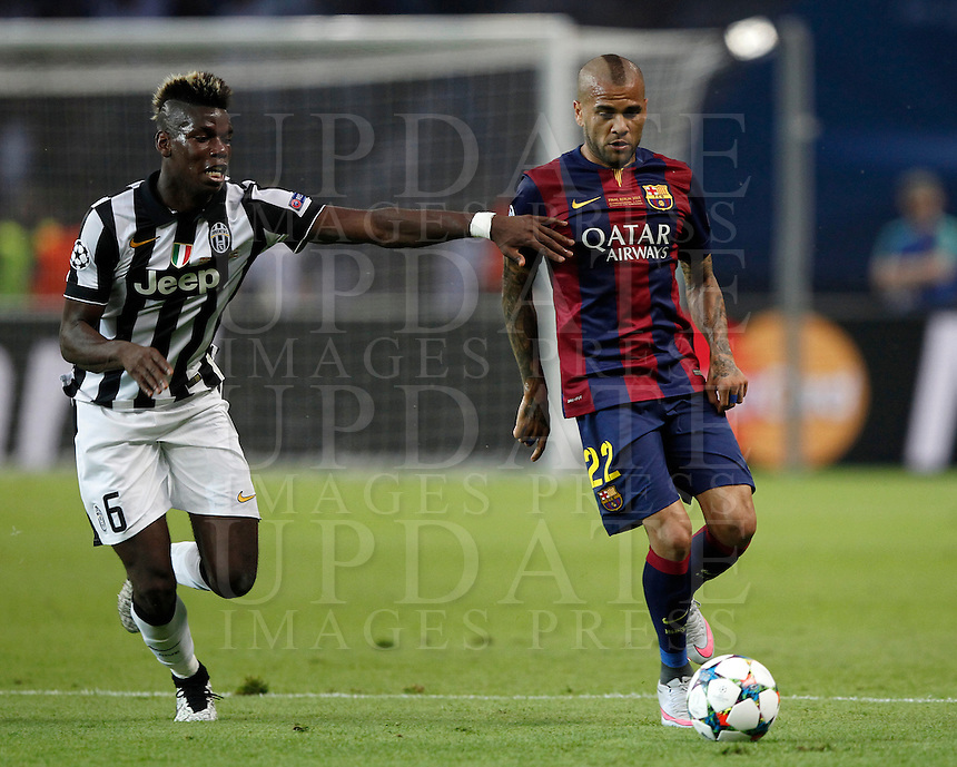 Calcio, finale di Champions League Juventus vs Barcellona all'Olympiastadion di Berlino, 6 giugno 2015.<br /> FC Barcelona&rsquo;s Daniel Alves, right, is challenged by Juventus&rsquo; Paul Pogba during the Champions League football final between Juventus Turin and FC Barcelona, at Berlin's Olympiastadion, 6 June 2015. Barcelona won 3-1.<br /> UPDATE IMAGES PRESS/Isabella Bonotto