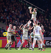 3rd December 2017, Twickenham Stoop, London, England; Aviva Premiership rugby, Harlequins versus Saracens; Jackson Wray of Saracens passes the ball off the top from the lineout