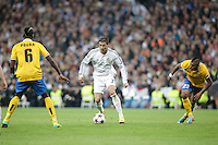 Real Madrid´s Cristiano Ronaldo (C) and Juventus´s Vidal during Champions League 2013-14 match in Bernabeu stadium, Madrid. October 23, 2013. (ALTERPHOTOS/Victor Blanco)