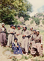 Iraq 1984  .Pakchan Hafid on her way back from Suleimania welcome by peshmergas  .Irak 1984 .Pakchan Hafid rentrant de Souleimania et accueillie par des peshmergas