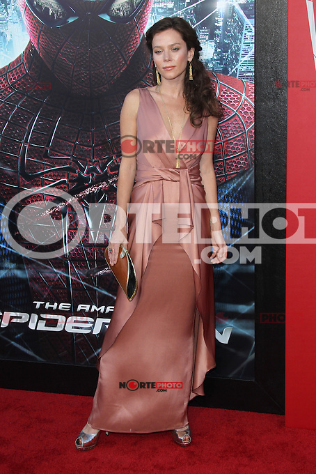 Anna Friel at the premiere of Columbia Pictures' 'The Amazing Spider-Man' at the Regency Village Theatre on June 28, 2012 in Westwood, California. &copy; mpi22/MediaPunch Inc. *NORTEPHOTO.COM*<br /> **CREDITO*OBLIGATORIO** *No*Venta*A*Terceros* *No*Sale*So*third* *No*Se *Permite*Hacer*Archivo**