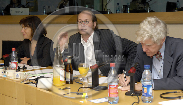 Brussels-Belgium - 30 January 2007---Presentation on: Climate Change - where will we go ?! by Lester BROWN in the EP, an invitation of The Greens / European Free Alliance; here, from left to right: MEPs Rebecca HARMS and Claude TURMES, Lester BROWN (Worldwatch Institute, Earth Policy Institute)---Photo: Horst Wagner/eup-images