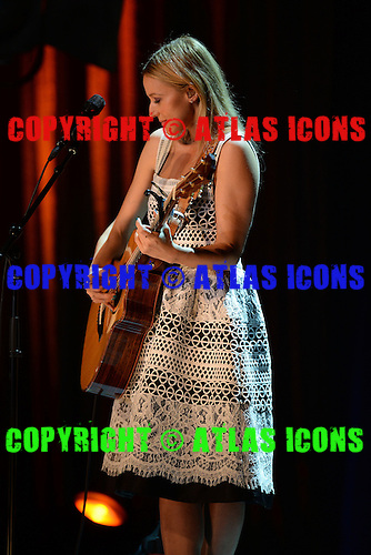 FORT LAUDERDALE, FL - MARCH 10:  Jewel performs at The Parker Playhouse on March 10, 2016 in Fort Lauderdale Florida. Credit Larry Marano © 2016