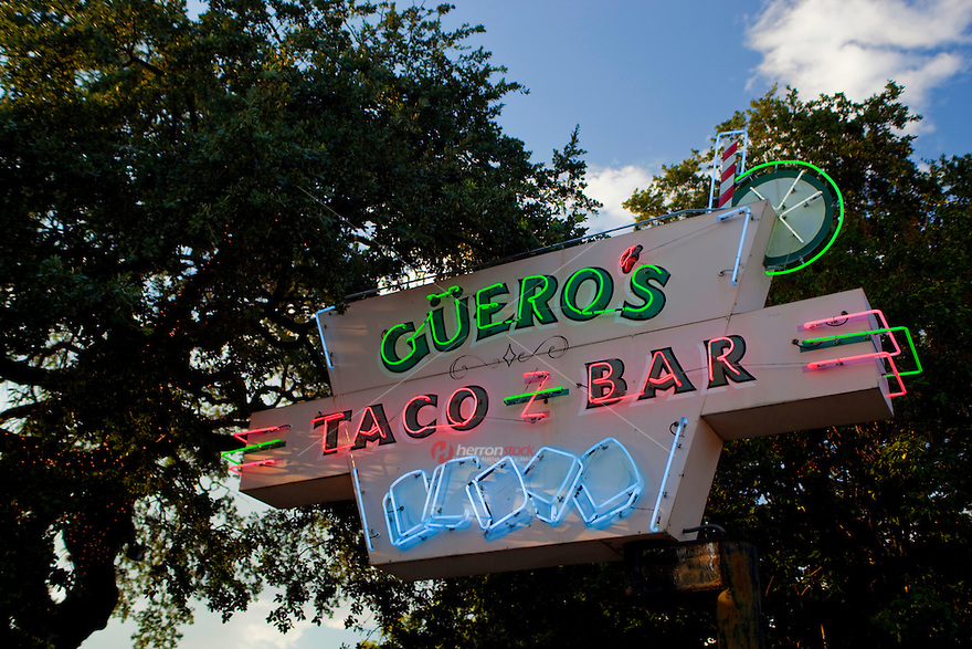 Guero´s Taco Bar has been a popular South Austin taqueria since 1986. This friendly and now historic atmosphere sports decor and photos from the Mexican Revolution. And of course we have a traditional self-serve salsa bar. Güero´s also offers sidewalk dining, a bright and airy enclosed patio and a private garden where you can enjoy fresh, authentic Mexican dishes from the interior!