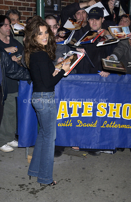 WWW.ACEPIXS.COM . . . . . ....NEW YORK, MARCH 30, 2005....Penelope Cruz arrives for an appearance on The Late Show with David Letterman.....Please byline: KRISTIN CALLAHAN - ACE PICTURES.. . . . . . ..Ace Pictures, Inc:  ..Craig Ashby (212) 243-8787..e-mail: picturedesk@acepixs.com..web: http://www.acepixs.com