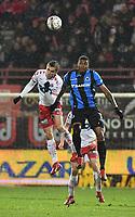 KV KORTRIJK - CLUB BRUGGE :<br /> kopbalduel tussen Hannes Van Der Bruggen (L) en Wesley Moraes (R)<br /> <br /> Foto VDB / Bart Vandenbroucke
