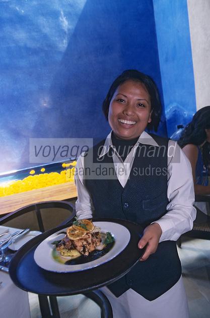 "Asie/Inde/Maharashtra/Bombay: Restaurant ""Indigo"" sur Mandlik Road - Serveuse"
