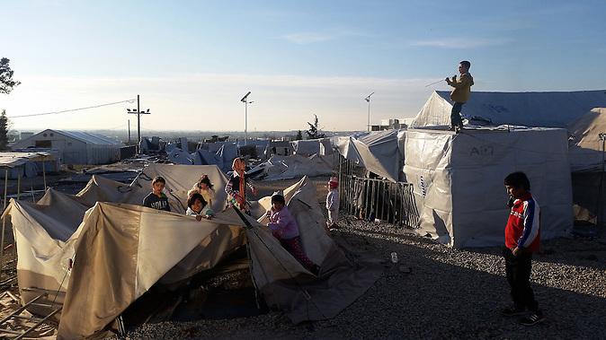 10 Monate lebten die Menschen im Flüchtlingslager in dem griechischen Dorf Diavata unter den Planen.Inzwischen sind sie zum Teil durch Container ersetzt.