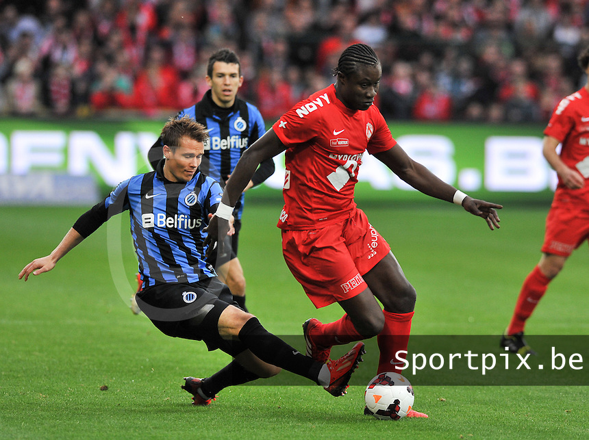 KV Kortrijk - Club Brugge KV : Jesper Jorgensen (links) met de tackle op Elimane Coulibaly<br /> foto VDB / Bart Vandenbroucke