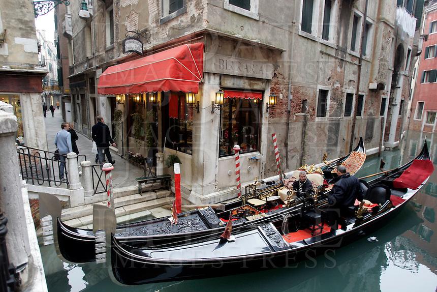 Gondole lungo un canale nel sestiere di Castello.<br /> Gondolas along a canal at the sestiere of Castello, Venice.<br /> UPDATE IMAGES PRESS/Riccardo De Luca
