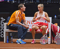 April 18, 2015, Netherlands, Den Bosch, Maaspoort, Fedcup Netherlands-Australia,  Arantxa Rus (NED)  on the beng with captain Paul Haarhuis<br /> Photo: Tennisimages/Henk Koster