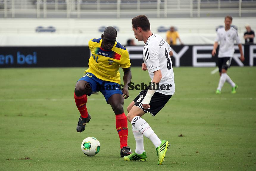 Julian Draxler (D) gegen Segundo Castillo (ECU) - Laenderspiel Deutschland vs. Ecuador