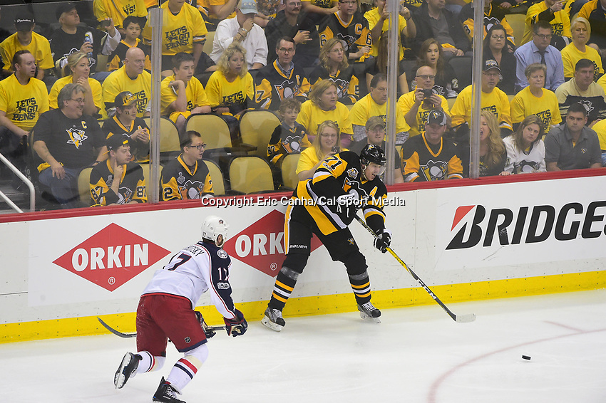 Thursday, April 20, 2017: Pittsburgh Penguins center Evgeni Malkin (71) plays the puck during game 5 of round one of the National Hockey League Eastern Conference Stanley Cup Playoffs between the Columbus Blue Jackets and the Pittsburgh Penguins, held at PPG Paints Arena, in Pittsburgh, PA. Pittsburgh defeats Columbus 5-2 to win the best of seven series 4 games to 1and advances to round two of the Eastern Conference Playoffs. Eric Canha/CSM
