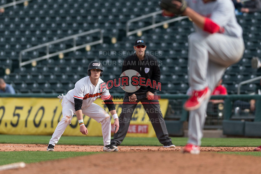 Oregon State Beavers second baseman Andy Armstrong (9) takes a lead off first base during a game against the New Mexico Lobos on February 15, 2019 at Surprise Stadium in Surprise, Arizona. Oregon State defeated New Mexico 6-5. (Zachary Lucy/Four Seam Images)