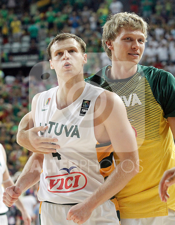 Lithuania's Martynas Pocius (l) and Mindaugas Kuzminskas celebrate the victory in the 2014 FIBA Basketball World Cup Quarter-Finals match.September 9,2014.(ALTERPHOTOS/Acero)