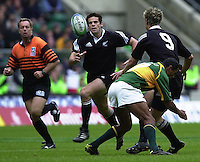 25/05/2002 (Saturday).Sport -Rugby Union - London Sevens.Australia vs Samoa (Final) .Australia winning final.Craig de Goldie moves on to the pass from Hayden Reid[Mandatory Credit, Peter Spurier/ Intersport Images].