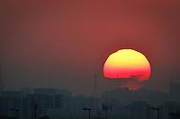 SÃO PAULO,SP,03 MAIO 2013 - POR DO SOL ZONA LESTE - Vista do por do Sol na região do Sapopemba região leste de São Paulo.FOTO ALE VIANNA - BRAZIL PHOTO PRESS.