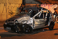 SAO PAULO, SP, 05/05/2013, ACIDENTE AV ENG. CAETANO ALVARES. Dois veiculos colidiram na madrugada desse Domingo (5), deixando sete pessoas feridas, algumas delas presas as ferragens. O acidente aconteceu por volta das 2:30hs na Av Engenhrio Caetano Alavres, cerca de 10 viaturas entre Bombeiros e Samu atenderam a ocorrencia. LUIZ GUARNIERI/BRAZIL PHOTO PRESS