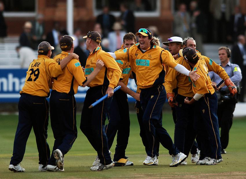 Photo: Glyn Thomas..Hampshire v Warwickshire. C&G Trophy Final..03/09/2005..Hampshire players celebrate victory.