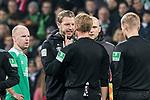 01.12.2018, Weserstadion, Bremen, GER, 1.FBL, Werder Bremen vs FC Bayern Muenchen<br /> <br /> DFL REGULATIONS PROHIBIT ANY USE OF PHOTOGRAPHS AS IMAGE SEQUENCES AND/OR QUASI-VIDEO.<br /> <br /> im Bild / picture shows<br /> Florian Kohfeldt (Trainer SV Werder Bremen) w&uuml;tend nach Spielende bei Christian Dingert (Schiedsrichter / referee)<br /> <br /> Foto &copy; nordphoto / Ewert