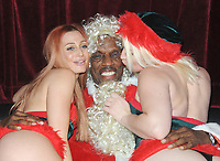 "NEW YORK, NY - December 5: Baseball Superstar Dwight Gooden visits Vivid Cabaret and dresses up as Santa Claus accompanied by his exotic  Vivid Cabaret ""Santa's Helpers"" on December 5, 2017  in New York City. Credit: John Palmer/MediaPunch /NortePhoto.com NORTEPHOTOMEXICO"