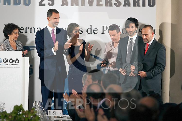 """King Felipe of Spain and Queen Letizia of Spain attend 'XIII EDICIÓN DE LOS PREMIOS INTERNACIONALES DE PERIODISMO 2013 Y CONMEMORACIÓN DEL 25º ANIVERSARIO DEL DIARIO """"EL MUNDO"""" at The Westin Palace Hotel. October 20, 2014. (ALTERPHOTOS/Emilio Cobos)"""