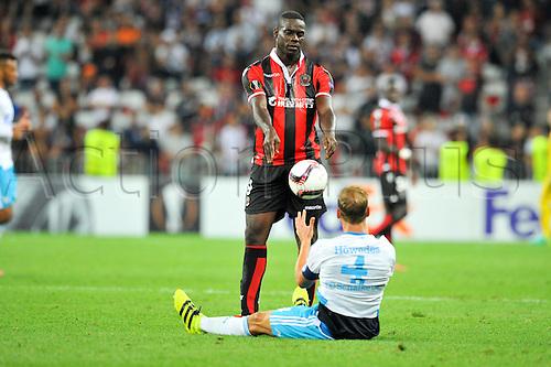 15.09.2016. Nice, France. UEFA Europa League football. Nice versus Schalke.  09 Mario Balotelli (nice) gives the ball to the Schalke player who he fouled
