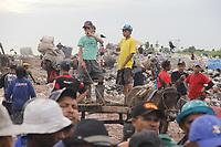 Ananindeua, Pará, Retranca: Lixão do Aurá. Gancho: Lixão do Aurá o segundo maior do Brasil, em números  de catadores. 1800 toneladas de lixo eram despejadas diariamente pelas mais de 450 mil residências de Belém e Ananindeu. Foto: Mauro Ângelo.