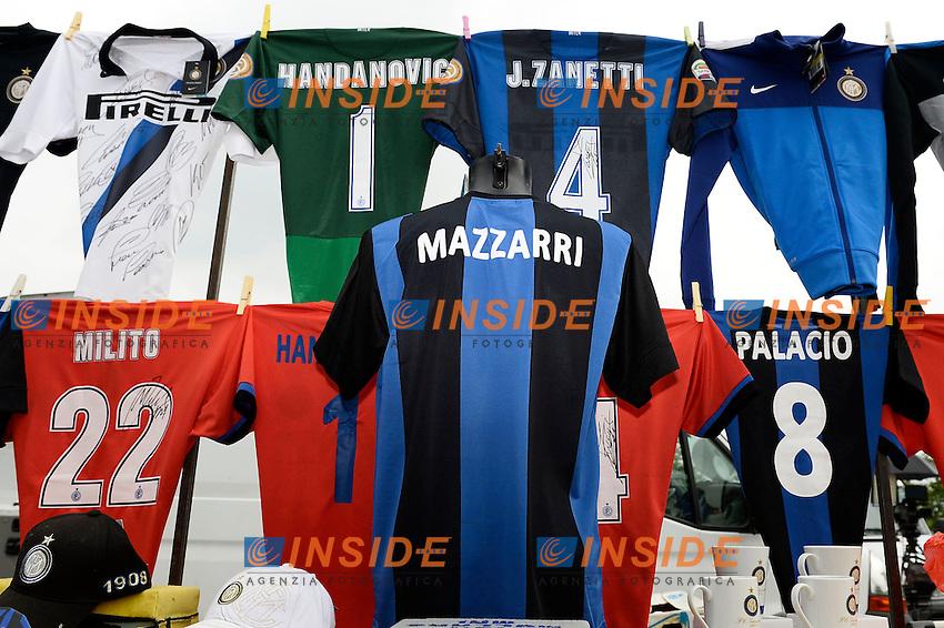 bancarella con magliette Mazzarri <br /> Appiano Gentile (Co) 06/06/2013 <br /> Football Calcio 2013/2014<br /> presentazione nuovo allenatore F.C. Inter <br /> foto Daniele Buffa/Image Sport/Insidefoto