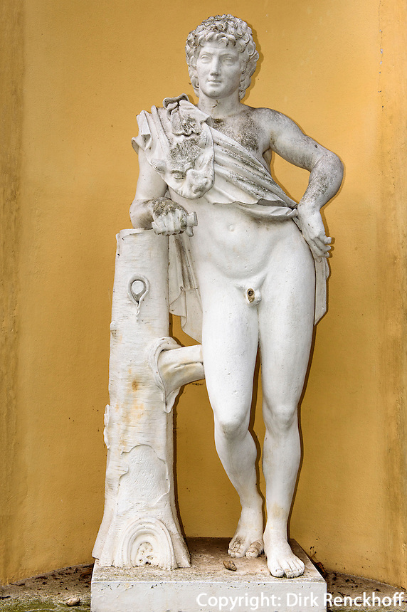 Statue in der Fassade des K&uuml;chengeb&auml;udes. W&ouml;rlitzer Schloss, Parkanlage W&ouml;rlitzer Garten, Sachsen-Anhalt, Deutschland, Europa, UNESCO-Weltkulturerbe<br /> Statue in the facade of the kitchen buildung &ouml;f W&ouml;rlitz Palace, W&ouml;rlitz Gardens, Saxony-Anhalt, Germany, Europe, UNESCO-World Heritage