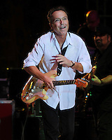 MIAMI, FL - APRIL 14: David Cassidy realiza en el Casino Magic City de abril, 14, 2012 en Miami, Florida.<br />