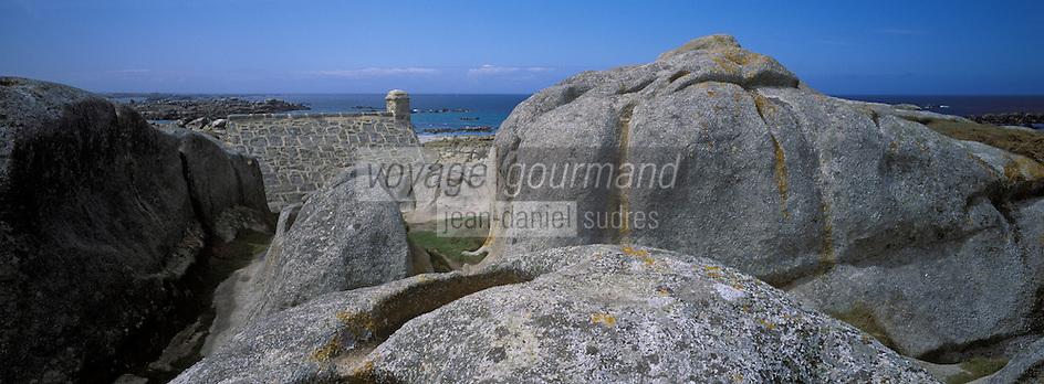 Europe/France/Bretagne/29/Finistère/Kerlouan: Côte rocheuse à Menez-Ham et maison de douanier
