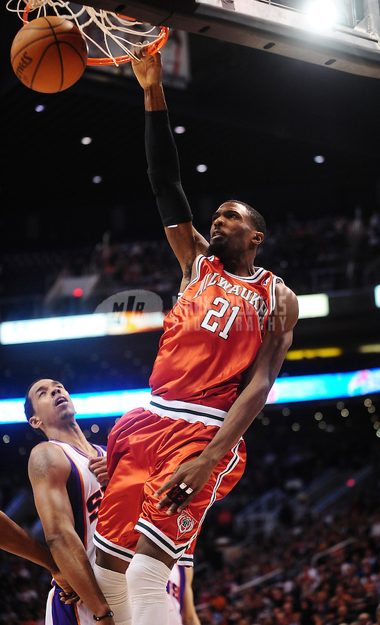 Jan. 11, 2010; Phoenix, AZ, USA; Milwaukee Bucks forward (21) Hakim Warrick dunks the ball against the Phoenix Suns at the US Airways Center. The Suns defeated the Bucks 105-101. Mandatory Credit: Mark J. Rebilas-