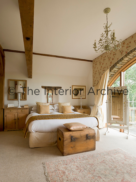 A feature of the master bedroom is the spectacular arched window which opens onto a generous balcony