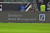 Deutsche Bank als neuer Premiumsponsor schon in der digitalen Werbebande - 03.11.2017: Eintracht Frankfurt vs. SV Werder Bremen, Commerzbank Arena