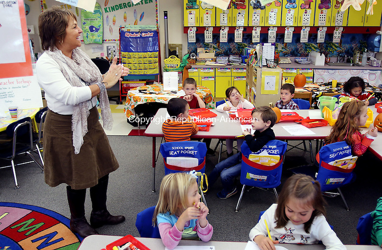 WATERTOWN CT. 26 October 2015-102615SV05-Kindergarten teacher Donna Cincogrono teaches her class how to write the letter H during a class at John Trumbull Primary School in Watertown Monday. Watertown's Director of Curriculum is proposing a full day kindergarten program for next year.<br /> Steven Valenti Republican-American