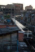 S&Atilde;O PAULO,SP,03 JANEIRO 2012 - VOLTA CIRCULA&Ccedil;&Atilde;O TRENS FAVELA MOINHO<br /> A prefeitura de S&atilde;o Paulo liberou na manh&atilde; de hoje as 6h a circula&ccedil;&atilde;o dos trens no trecho onde ficava a favela do moinho.FOTO ALE VIANNA - NEWS FREE.