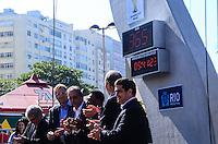 RIO DE JANEIRO, RJ, 12 DE JUNHO DE 2013 -UM ANO PARA A COPA DO MUNDO DA FIFA -  Pelé,o secretário geral da FIFA, Jérôme Valcke, o CEO do COL, Ricardo Trade, o presidente da Hublot, Jean-Claude Biver,  o ministro do Esporte, Aldo Rebelo, o vice-governador do Rio de Janeiro, Luiz Fernando Pezão no evento que marca um ano para o pontapé Copa do Mundo da FIFA Brasil 2014 e inclui uma revelação especial do relógio de contagem regressiva da Hublot, desenhado por Oscar Niemeyer, na Praia de Copacabana, zona sul do Rio de Janeiro.FONSECA/BRAZIL PHOTO PRESS