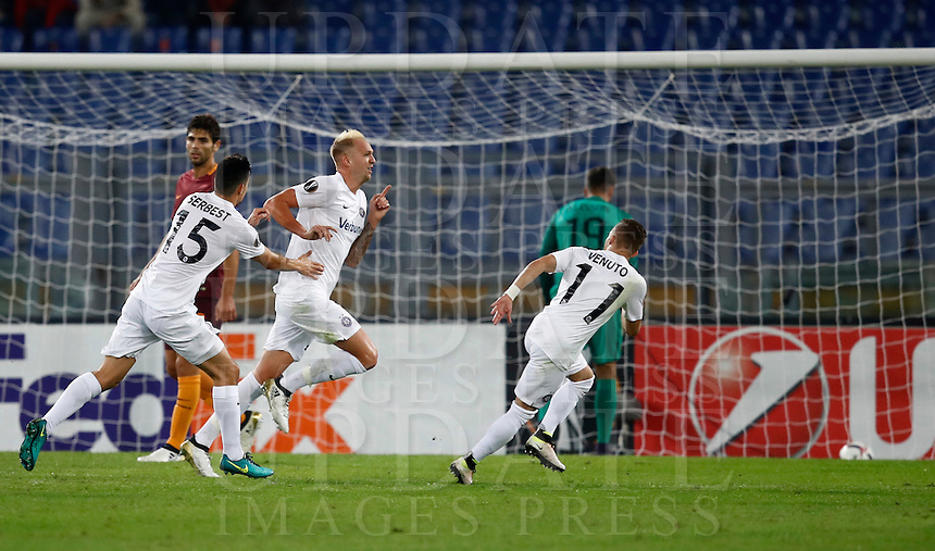 Calcio, Europa League, Gguppo E: Roma vs Austria Vienna. Roma, stadio Olimpico, 20 ottobre 2016.<br /> Austria Wien's Raphael Holzhauser, center, celebrates with teammates Tarkan Serbest, left, and Lucas Venuto, after scoring during the Europa League Group E soccer match between Roma and Austria Wien, at Rome's Olympic stadium, 20 October 2016. The game ended 3-3.<br /> UPDATE IMAGES PRESS/Isabella Bonotto