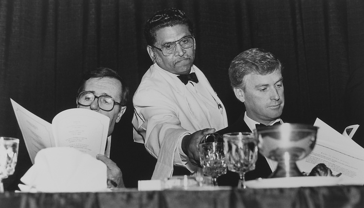 Mark Shields, Commentator, Server David Leyton, pouring wine in Quayle's glass and Former Vice President Dan Quayle, on Oct. 30, 1998. (Photo by Laura Patterson/CQ Roll Call via Getty Images)
