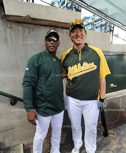 Rickey Henderson, Hideki Matsui (Athletics), MARCH 1, 2011 - MLB : Former Athletics Major League Baseball legend Rickey Henderson (L) stands  with Hideki Matsui of the Oakland Athletics in Phoenix, Arizona, USA. (Photo by AFLO) .