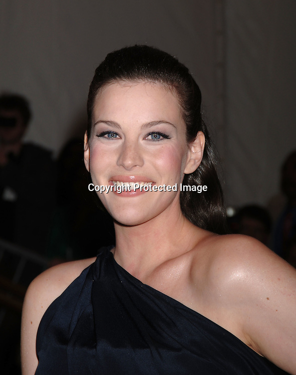 Liv Tyler ..arriving to the Costume Institute Gala celebrating AngloMania on May 1, 2006 at The Metropolitan Museum of ..Art. ..Robin Platzer, Twin Images..