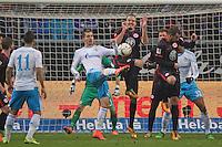Alex Meier (Eintracht) klärt gegen Roman Neustädter (Schalke) - Eintracht Frankfurt vs. FC Schalke 04, Commerzbank Arena