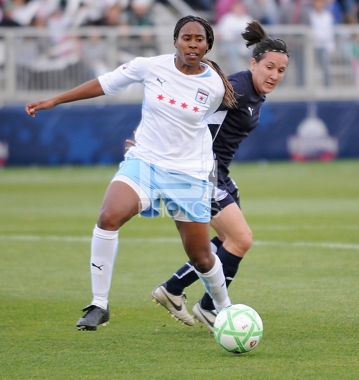 Chicago Red Stars defender Ifeoma Dieke (4) and Washington Freedom Forward Lisa De Vanna (17) battle for control of the ball. Chicago Red Stars tied Washington Freedom 1-1 at The Maryland SoccerPlex,  Saturday April 11, 2009.