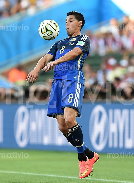FUSSBALL WM 2014                FINALE Deutschland - Argentinien     13.07.2014 Enzo Perez (Argentinien) am Ball
