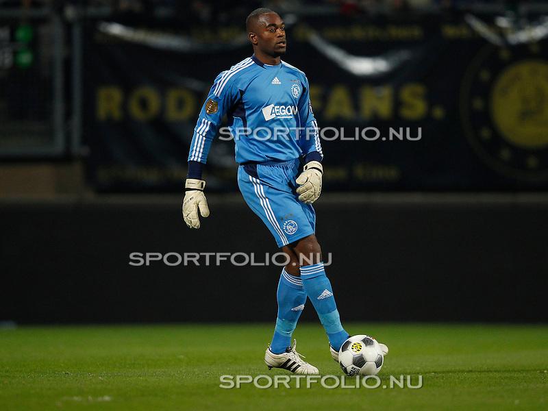 Nederland, Kerkrade, 29 oktober 2011 .Eredivisie .Seizoen 2011-2012.Roda JC-Ajax (0-4).Kenneth Vermeer  van Ajax in actie met bal