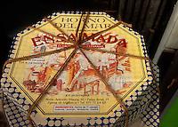 Spanien, Mallorca, Palma de Mallorca, Verkauf von Ensaimada