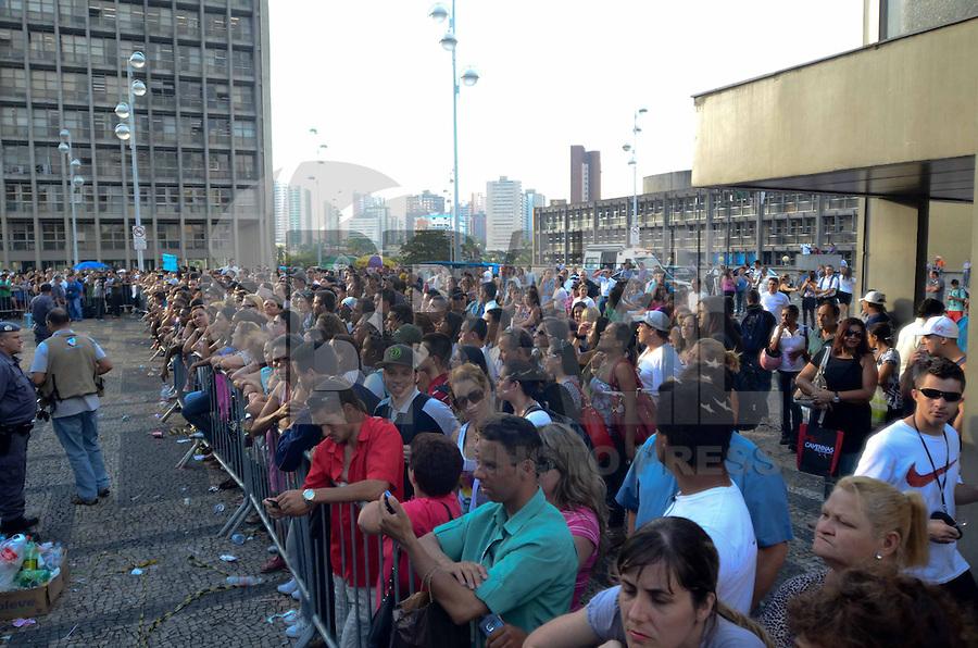 SANTO ANDRE, SP, 16 DE FEVEREIRO 2012 - JULGAMENTO LINDEMBERG ALVES - CASO ELOA - Publico na frente do forum esperando a condenacao de Lindemberg do Forum de Santo Andre . (FOTO: ADRIANO LIMA - BRAZIL PHOTO PRESS).
